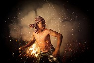 Lễ Hội Ném Lửa Mesabatan Api