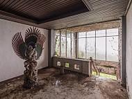 Tìm hiểu khách sạn bỏ hoang đầy ám ảnh ở Bali