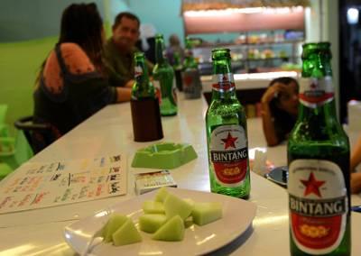 Indonesia Ban Hành Quy Định Cấm Bán Lẻ Rượu Bia