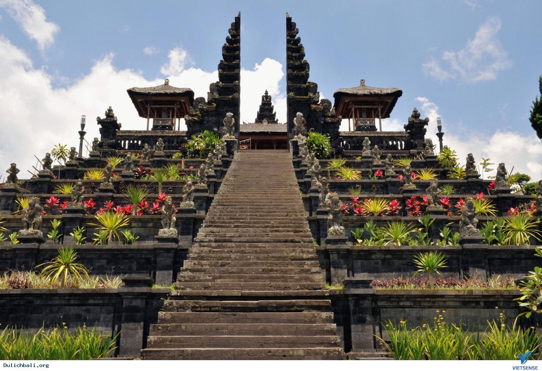 Những ngồi đền cổ đầy linh thiêng ở Bali